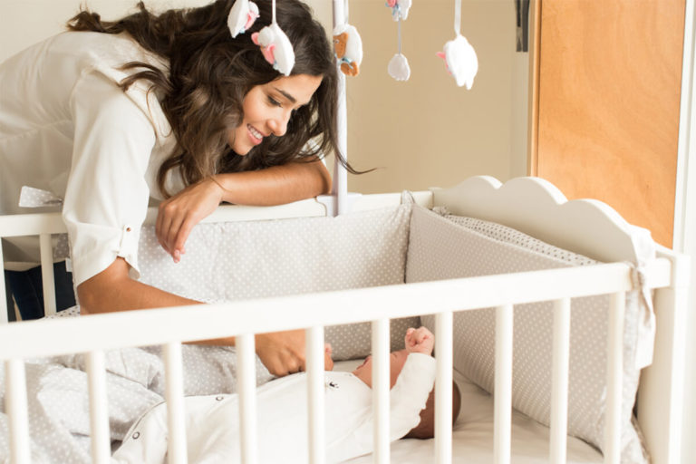 7 Best Mini Crib Reviews in 2018: Safe & Comfortable for Your Baby