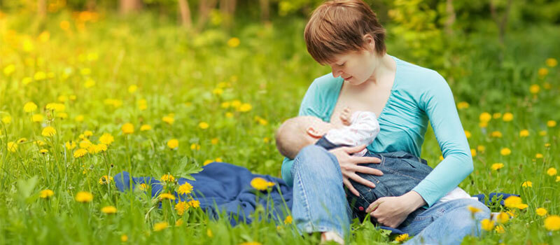 Tips for Introducing Your Breastfed Baby to a Bottle – Mom's Guide