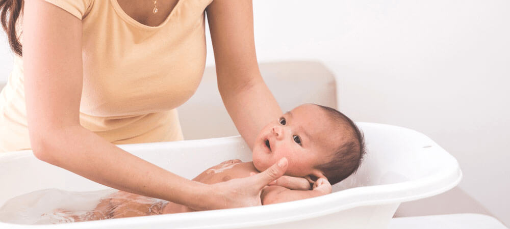 How To Bathe A Baby of Featured Image