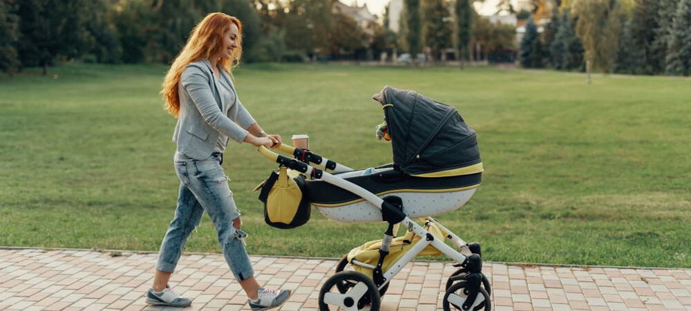 7 Best Lightweight Strollers to Buy in 2020 – Top Picks by Experts