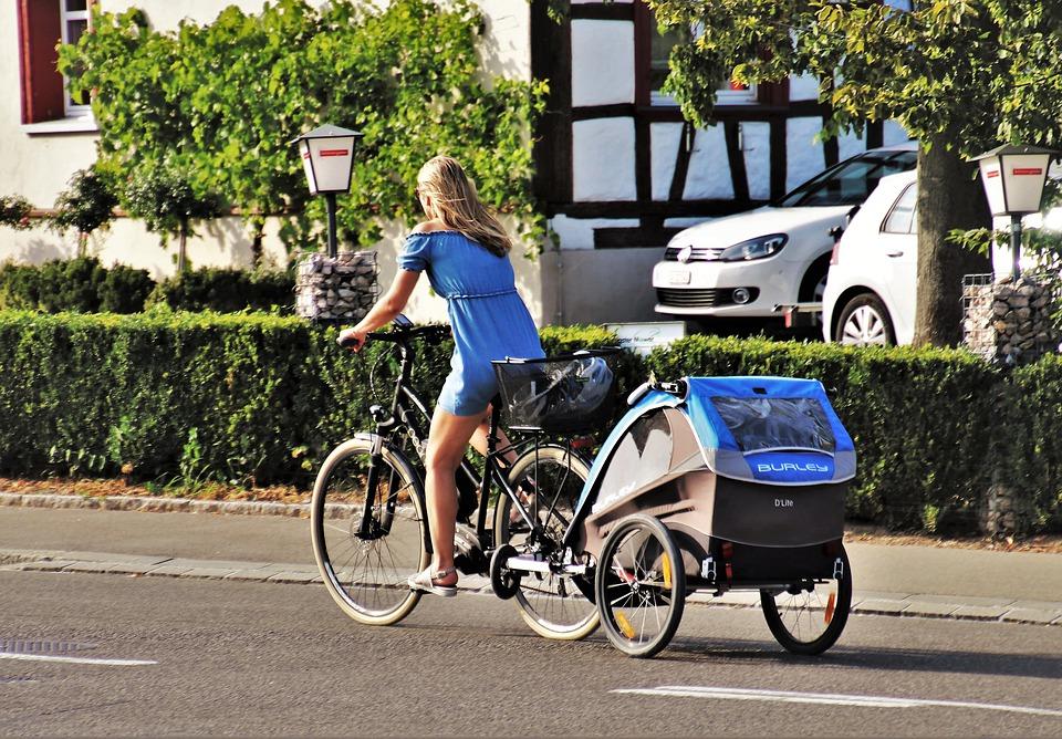 How to attach a bike trailer?